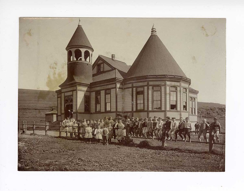 Students outside of the Montalvo School