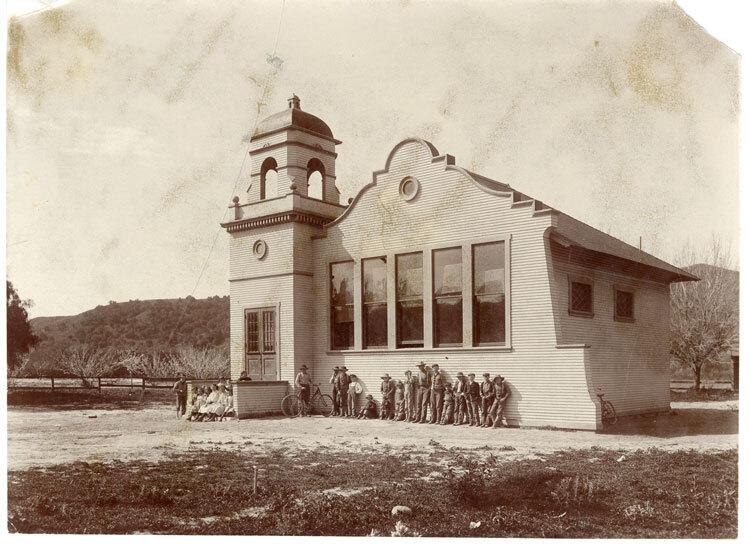 Arnaz School Group Photo