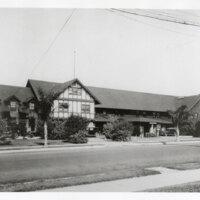 Front View of the Glen Tavern in Santa Paula