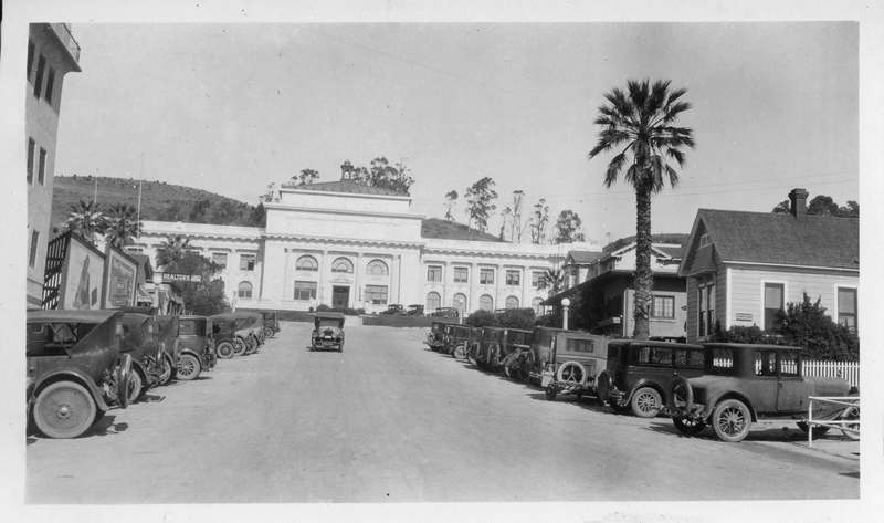 California Street facing courthouse