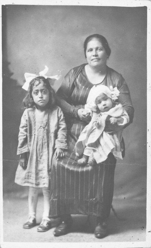Macaria Lopez and Grandchildren