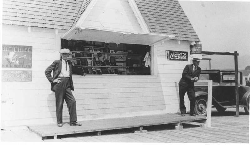 Bait shop on Pierpont Pier