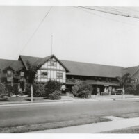 Front View of the Glen Tavern in Santa Paula