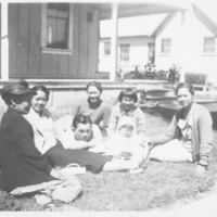 Anna Inadomi With Mother and Siblings